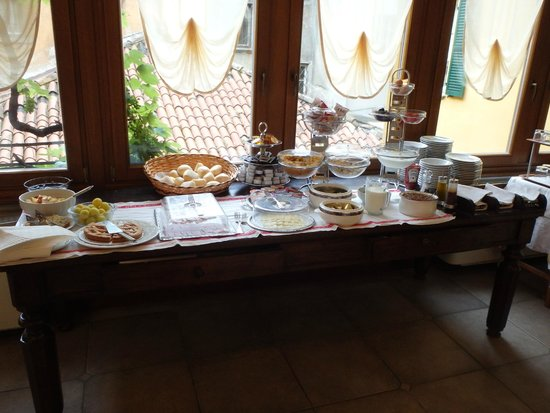 Hotel Centrale: Breakfast spread