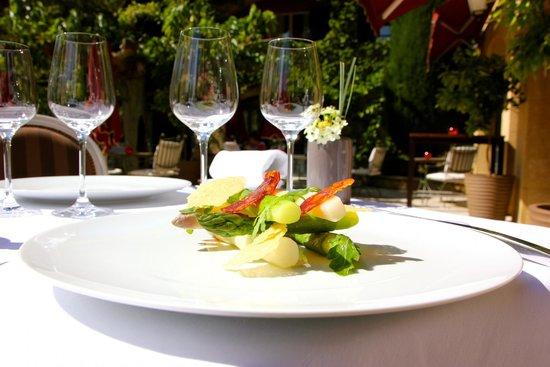 Repas en terrasse photo de restaurant gastronomique le - Restaurant gastronomique salon de provence ...