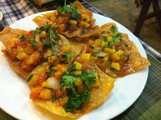 Red Gecko: Hoành thánh (fried wanton with shrimps, tomato & haricots