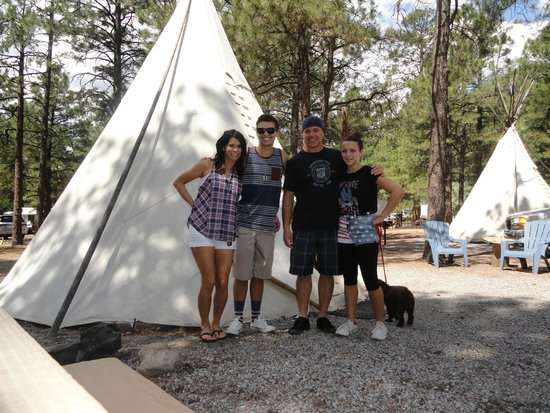 Flagstaff Grand Canyon KOA: Outside the teepee