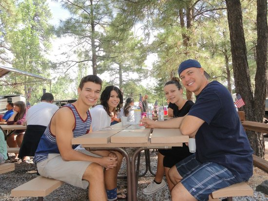 Flagstaff Grand Canyon KOA: Waiting for breakfast