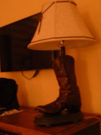 Cody Cowboy Village: ranch-themed lamp