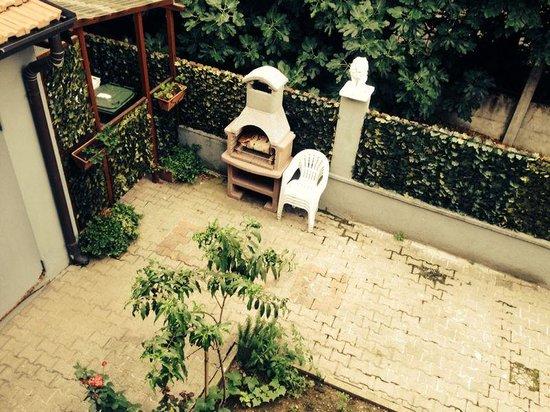 Bonola Hotel: vista giardino dalla camera