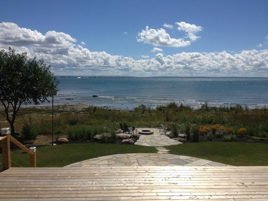 Lakeshore Bed and Breakfast: View from our breakfast area !