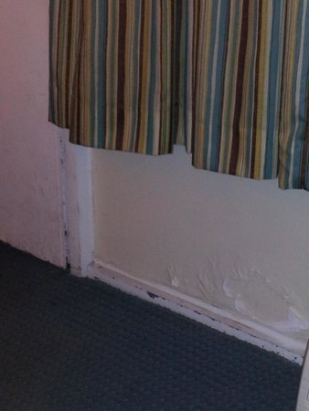 paint peeling on wall picture of quality inn suites. Black Bedroom Furniture Sets. Home Design Ideas