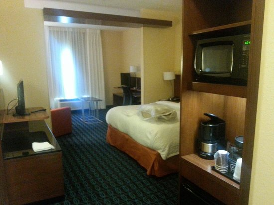Fairfield Inn & Suites Oklahoma City Yukon : King suite
