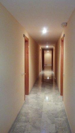 Ventura Park: Hallway