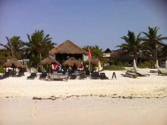 Om Tulum Hotel Cabanas and Beach Club: Vue de la plage