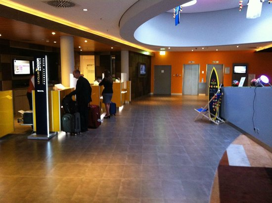 Novotel Muenchen Airport: lobby