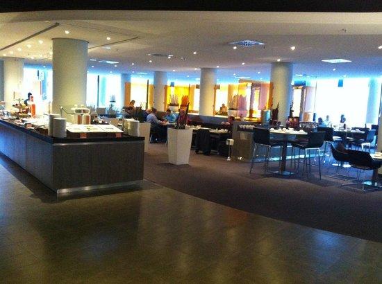 Novotel Munich Airport : breakfast area