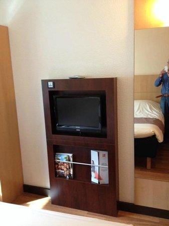 Hotel Ibis Schiphol Amsterdam Airport: TV meubel