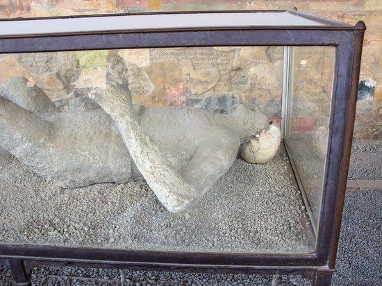 Tours Pompei: One of the bodies found at Pompei