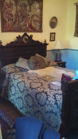 Albion Manor Bed and Breakfast: Queen's Room