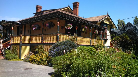 Albion Manor Bed and Breakfast