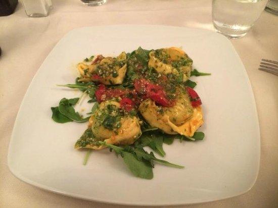 Natalino: Ravioli with pesto sauce, arugula and cherry tomatoes
