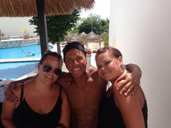 Grand Sirenis Riviera Maya Resort & Spa: Pool 1 with the amazing Jaime from animacion super