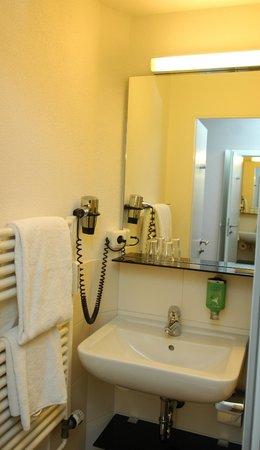 Landhotel Martinshof: Business Badezimmer im Nebengebäude