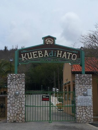 Hato Caves: the gate
