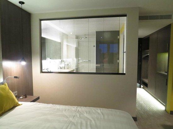 Van der Valk Hotel Heerlen : bathroom