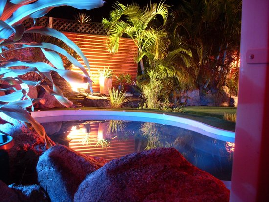Bay Hideaway Resort: pool at night
