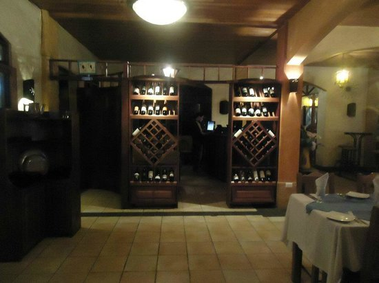Pizzeria De Johnny: wonderful wine selection, choose yourself or let your waiter select a wine