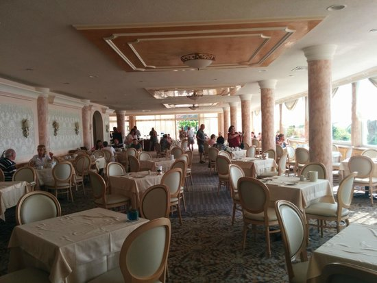 Corfu Palace Hotel: Dated dining area