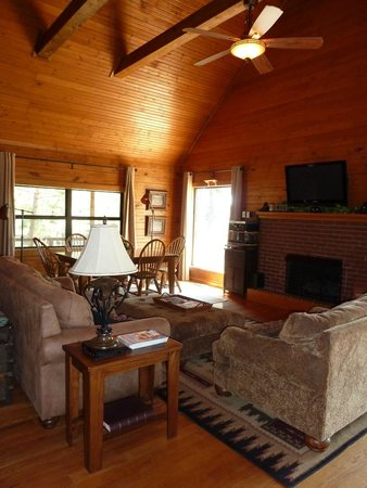 Frannie's Cabins : large and cozy