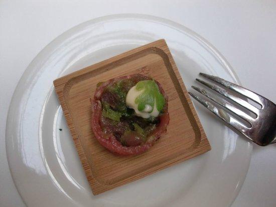 Le Saint-Amour : raw salmon around bison tartar with spicy sauce