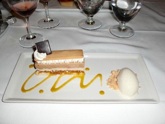 Le Saint-Amour : layered cake