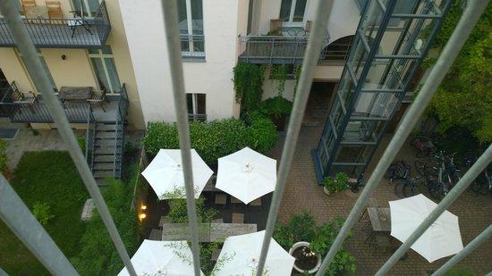 Schoenhouse Apartments: Vistas al patio