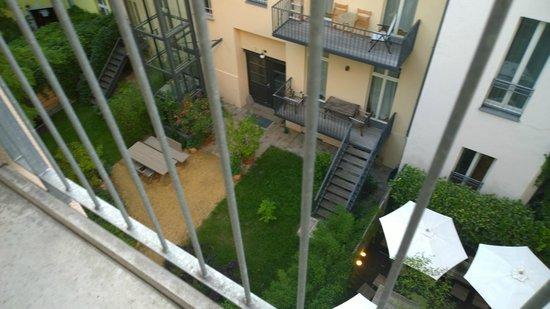 Schoenhouse Apartments: Vistas del patio