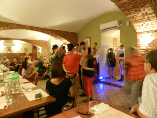Restaurant Michal: Dancing in the restaurant