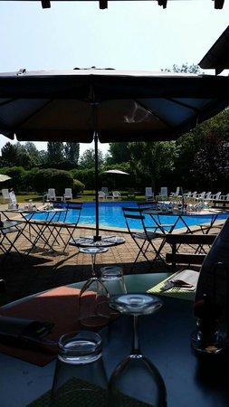 Le Relais Fleuri : piscine