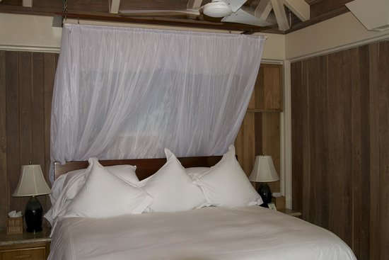 Cayo Espanto : Master Bedroom Aurora