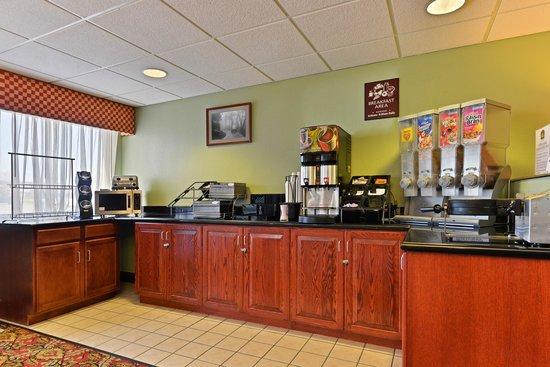 BEST WESTERN Nittany Inn Milroy: Breakfast Area