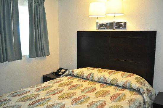 Lampliter Oceanside Resorts: Bedroom of 2room Efficiency