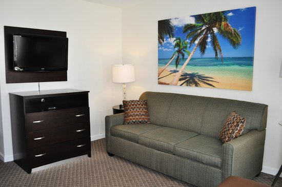 Lampliter Oceanside Resorts : Front room of 2 Room Efficiency oceanfront
