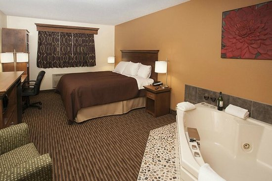 Country Inn of Two Harbors: King Whirlpool