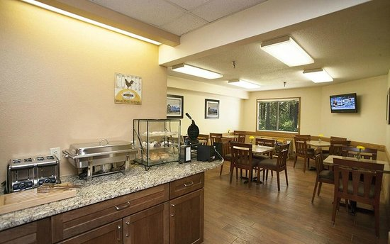Country Inn of Two Harbors: Breakfast area