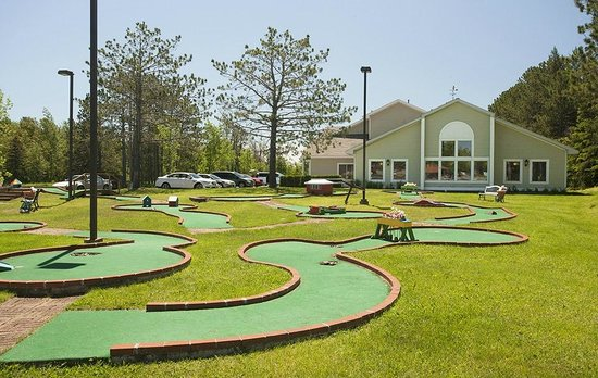 Country Inn of Two Harbors: Mini golf course