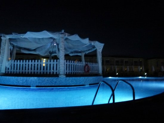 Sandy Beach Resort: night at the pool