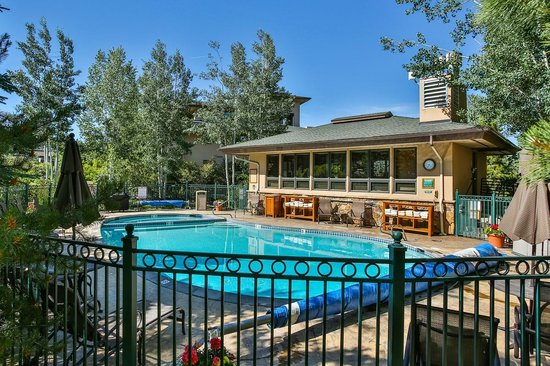 Canyon Creek Condominiums : Pool & Hot Tub
