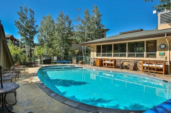 Canyon Creek Condominiums: Pool