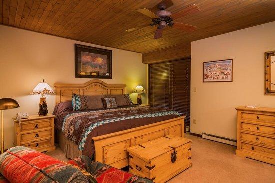 Dulany at the Gondola Condominiums: Bedroom