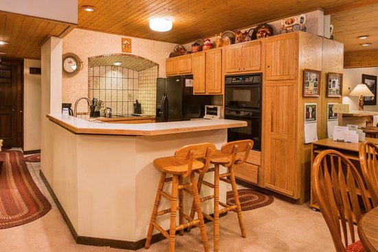 Dulany at the Gondola Condominiums: Kitchen