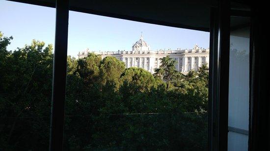 ApartoSuites Jardines de Sabatini: Thew view from the hotel room