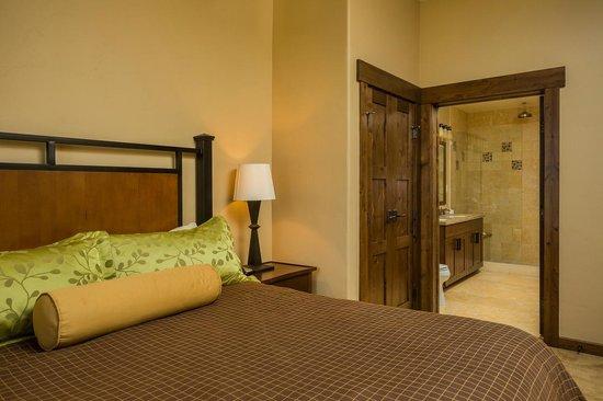 Trailhead Lodge: Bedroom Example
