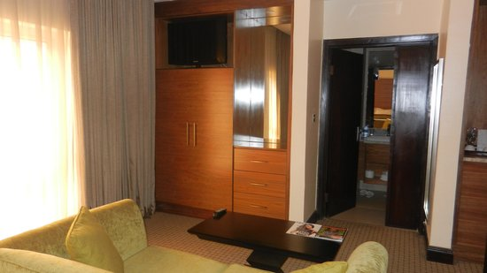 Grand Towers Hotel: Business Executive Suite