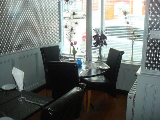 Mogul Restaurant: Window seating