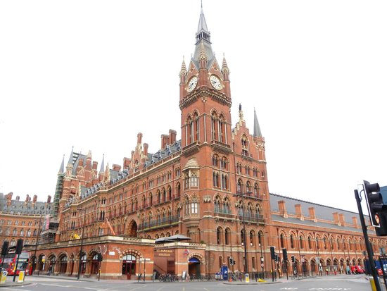statue of john betjeman at st pancras station picture of st pancras international station. Black Bedroom Furniture Sets. Home Design Ideas